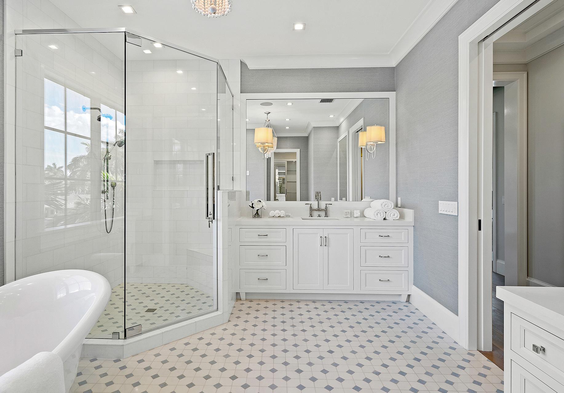 Shiloh_Bathroom_1_19GrnsArcticMplDiMisa02_dbe8ce9a-2a6a-458a-bf06-8c3426da1fba